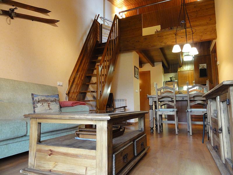Salón - Apartamento en venta en calle Fontcanaleta, Alp - 144869951