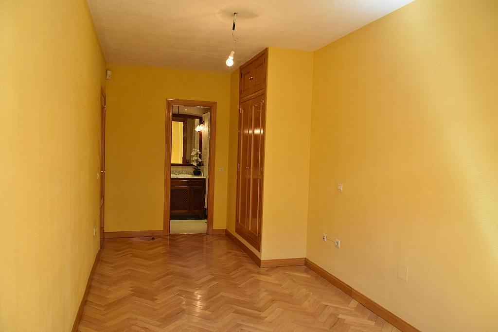 Dormitorio - Piso en alquiler en calle Monaco, Rosas-Musas en Madrid - 301813287