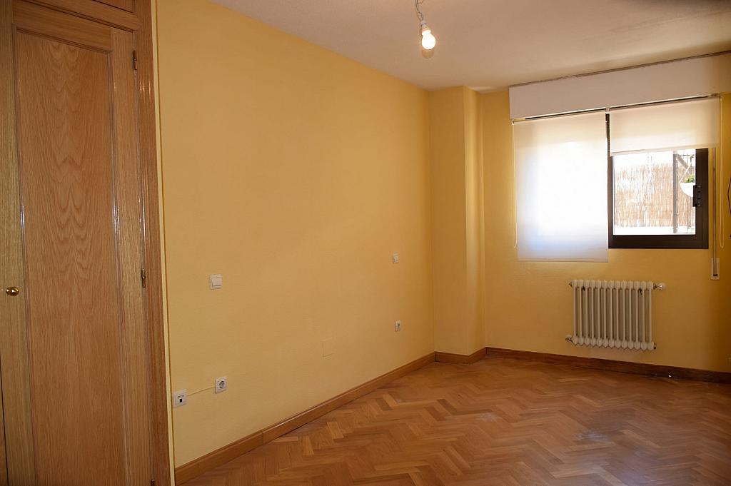 Dormitorio - Piso en alquiler en calle Monaco, Rosas-Musas en Madrid - 301814799