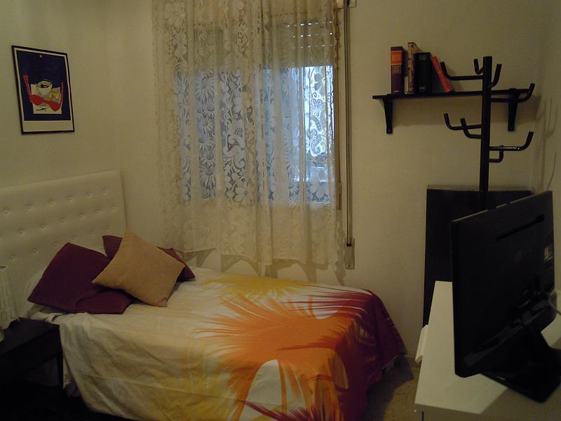 Dormitorio - Piso a compartir en calle Calabria, Eixample esquerra en Barcelona - 154574758