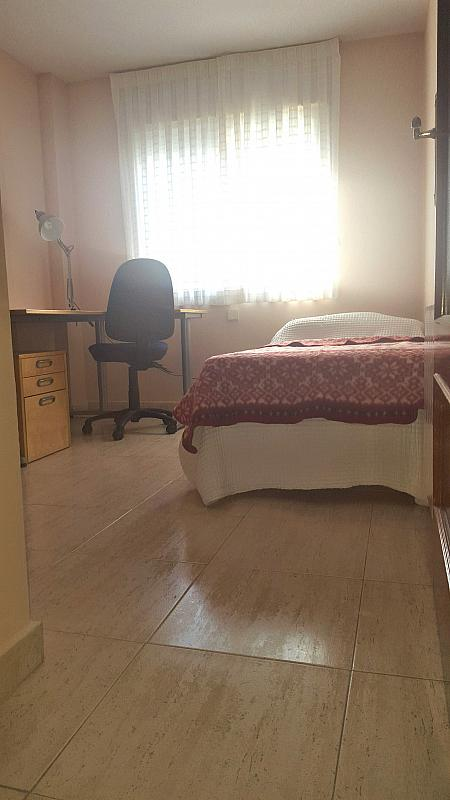 Dormitorio - Piso a compartir en calle De la Rioja, Zona Universidad en Villanueva de la Cañada - 323966446