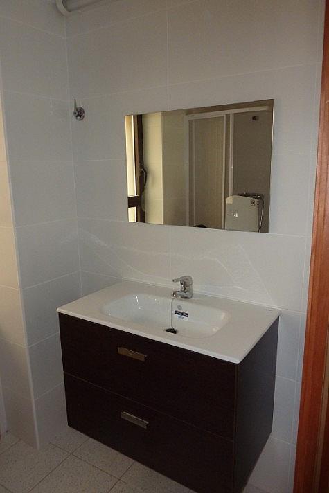 Baño - Apartamento en alquiler en plaza Plaça de L'església, Sant Pere Pescador - 326649191
