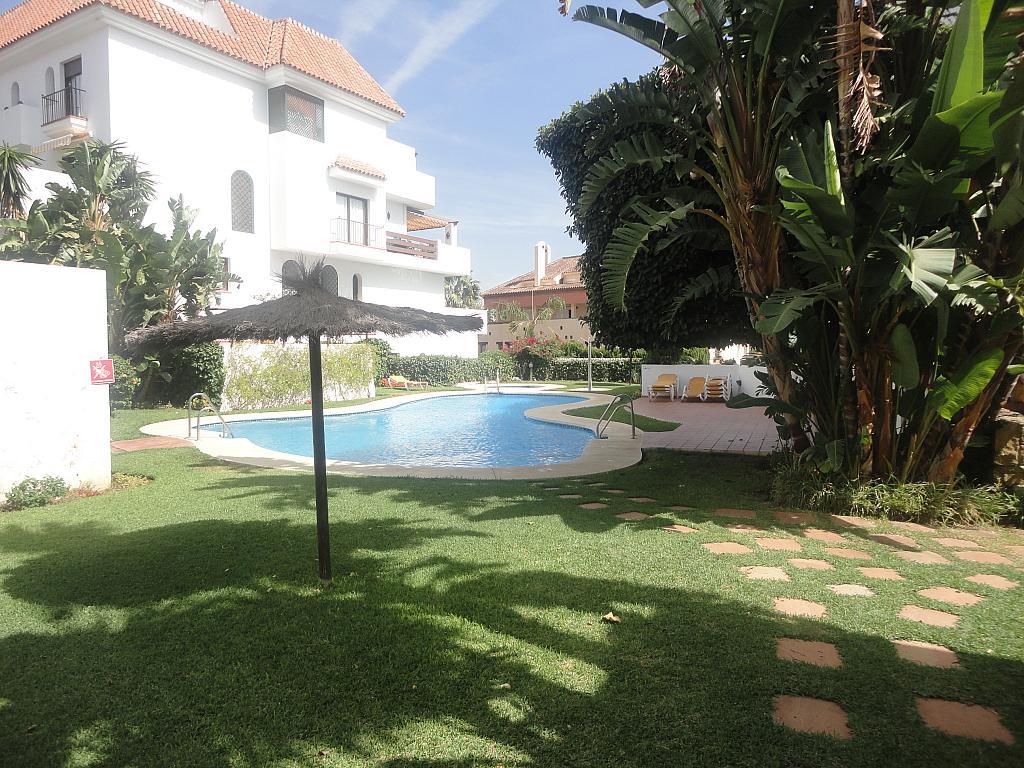 Piscina - Apartamento en alquiler en calle Sierra Bermeja, Urbanizaciones en Marbella - 330777598