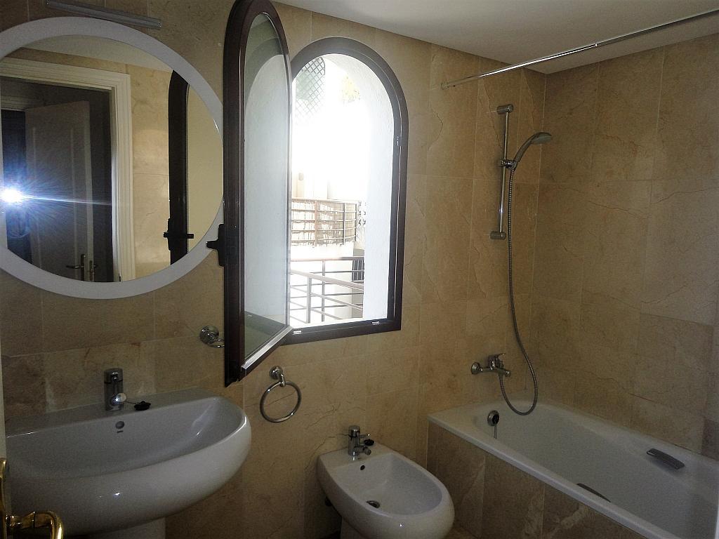 Baño - Apartamento en alquiler en calle Sierra Bermeja, Urbanizaciones en Marbella - 330777722