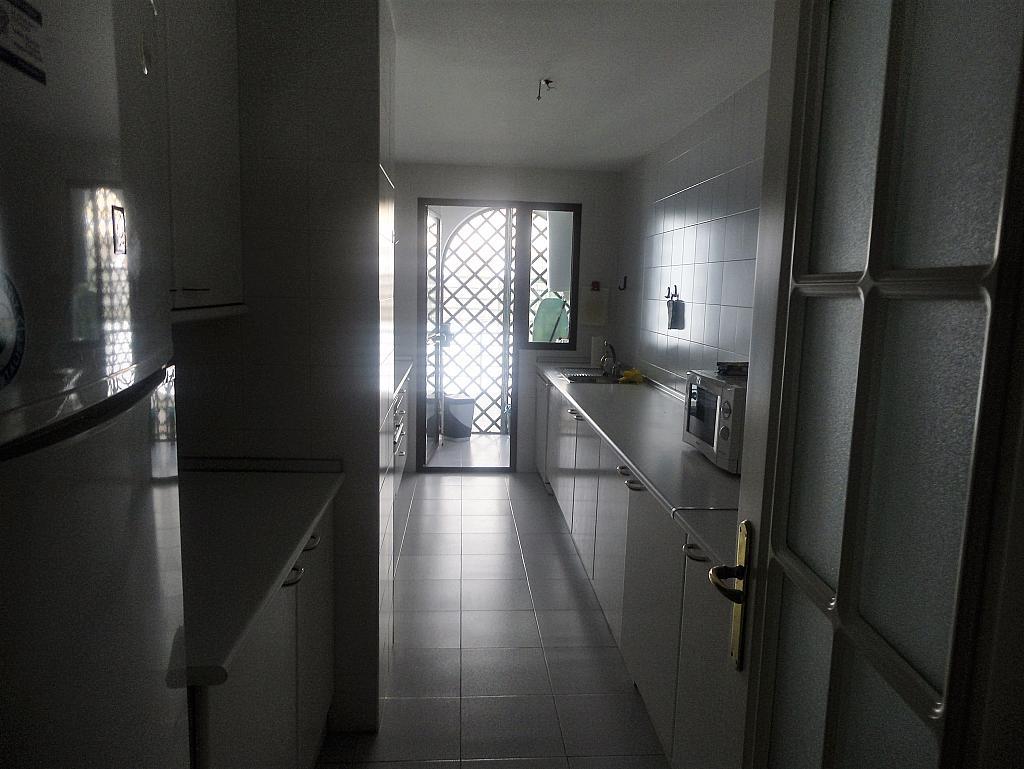 Cocina - Apartamento en alquiler en calle Sierra Bermeja, Urbanizaciones en Marbella - 330777729