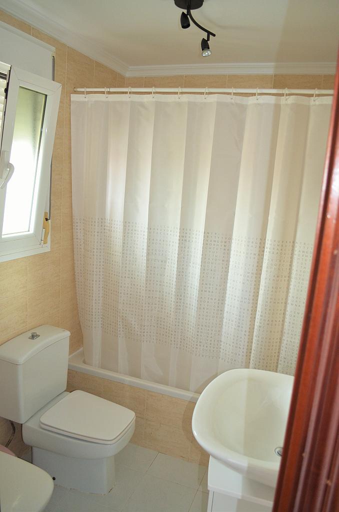 Baño - Casa adosada en alquiler en calle Pablo Neruda, El Lugar en Chiclana de la Frontera - 271894933