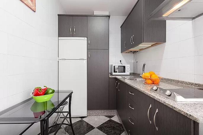 Cocina - Apartamento en alquiler de temporada en calle Vendimiadores, Conil de la Frontera - 280711976