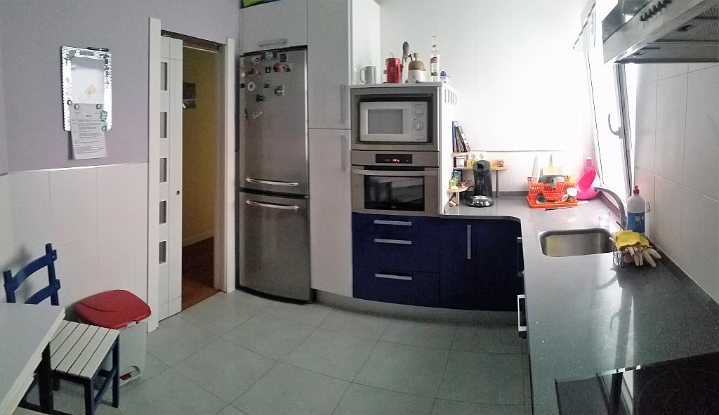 Cocina - Piso a compartir en calle Juan Xxiii, Barrio la Inmobiliaria en Torrelavega - 324624709