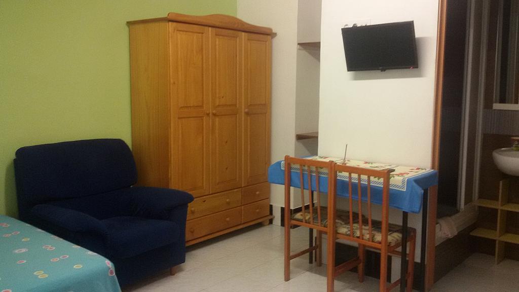 Comedor - Estudio en alquiler en calle Travessera de Les Corts, Les corts en Barcelona - 295772930