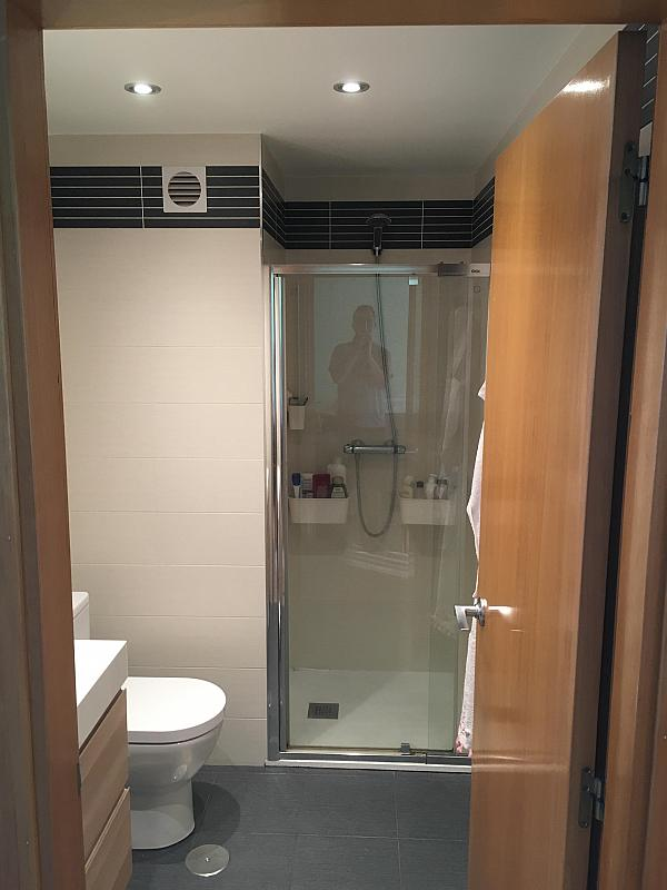 Baño - Ático en alquiler en calle Viñegra, Los Cármenes en Madrid - 354203124