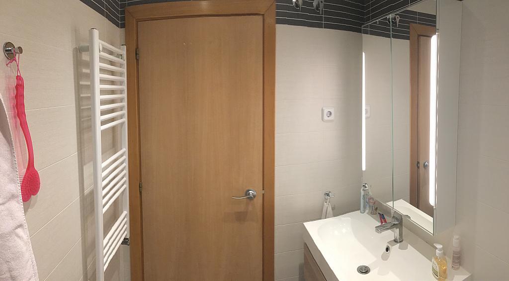 Baño - Ático en alquiler en calle Viñegra, Los Cármenes en Madrid - 354203127