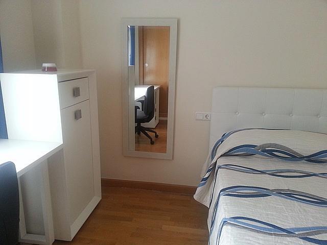 Dormitorio - Piso a compartir en calle Antoni Gaudí, Centro en Córdoba - 328073820