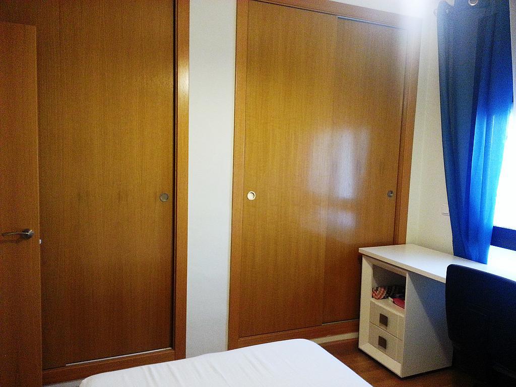 Dormitorio - Piso a compartir en calle Antoni Gaudí, Centro en Córdoba - 328073834