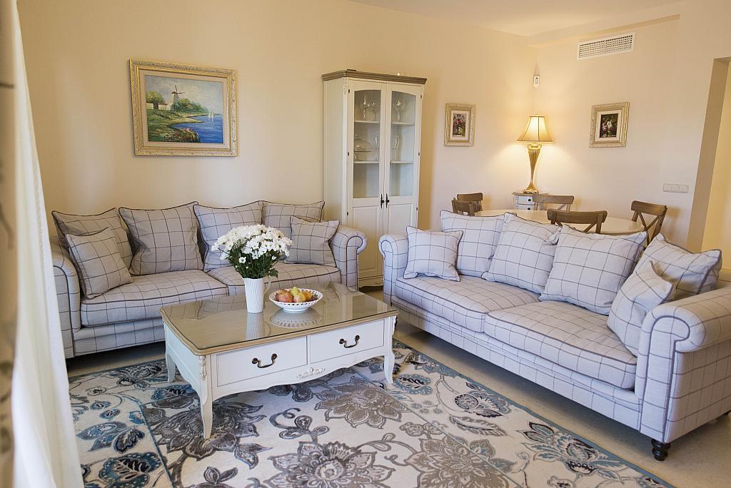 Salón - Apartamento en alquiler en urbanización Capanes del Golf, Benahavís - 314207813