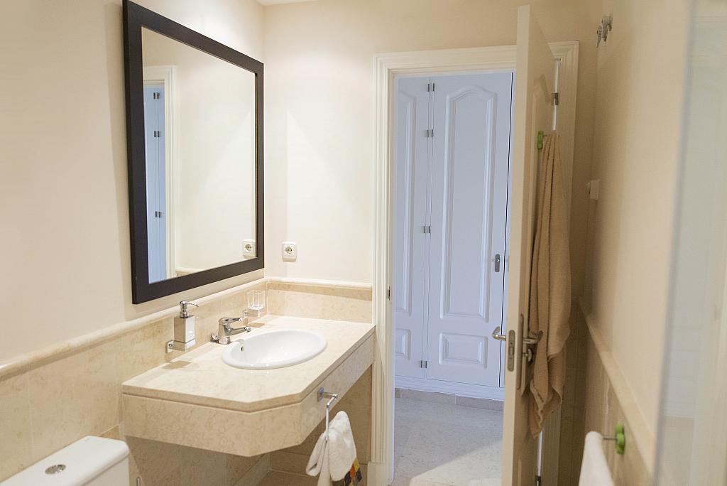 Baño - Apartamento en alquiler en urbanización Capanes del Golf, Benahavís - 314207977