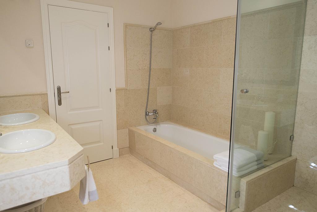 Baño - Apartamento en alquiler en urbanización Capanes del Golf, Benahavís - 314208067