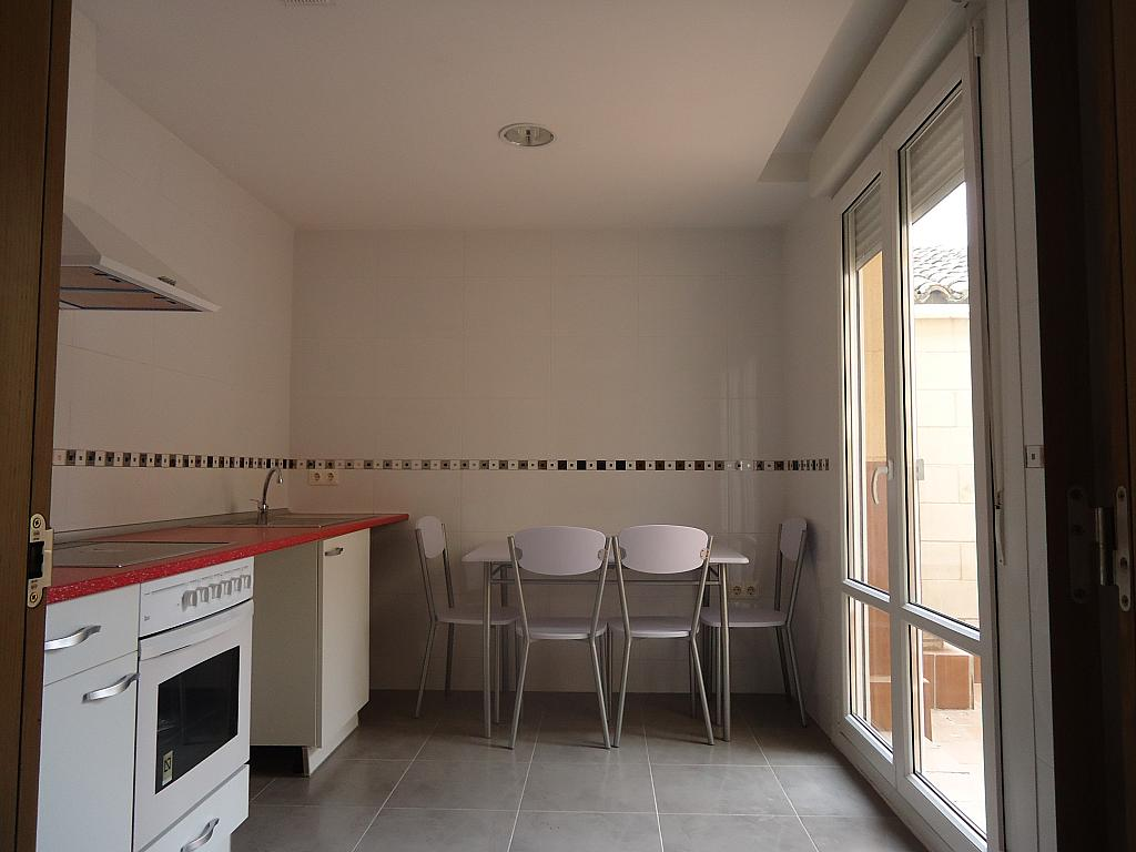 Cocina - Casa adosada en alquiler opción compra en calle Pablo Serrano, Luceni - 316356592