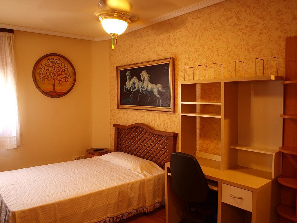 Dormitorio - Piso a compartir en calle San Valeriano, Bellas Vistas en Madrid - 318497009