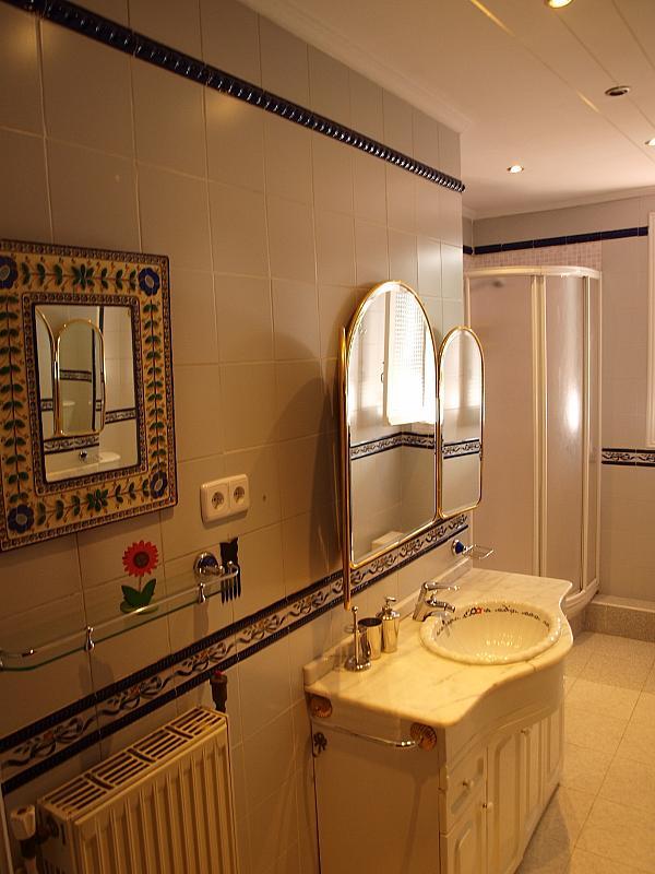 Baño - Piso a compartir en calle San Valeriano, Bellas Vistas en Madrid - 318497062
