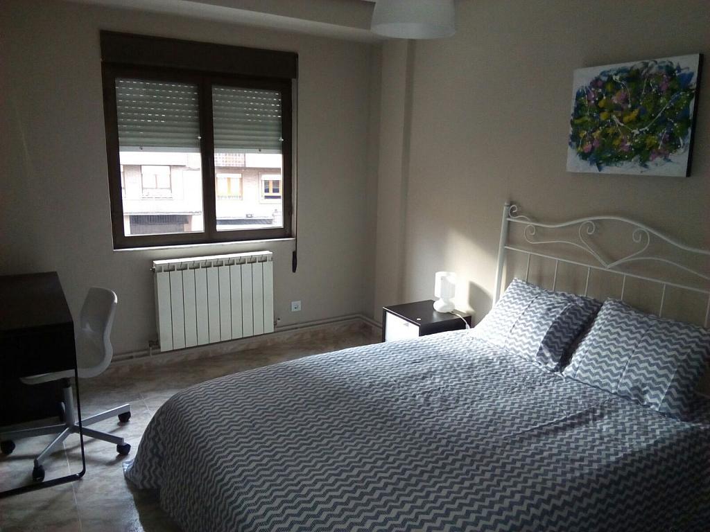 Dormitorio - Piso a compartir en calle Bermudez de Castro, Zona Teatro Campoamor en Oviedo - 324883523