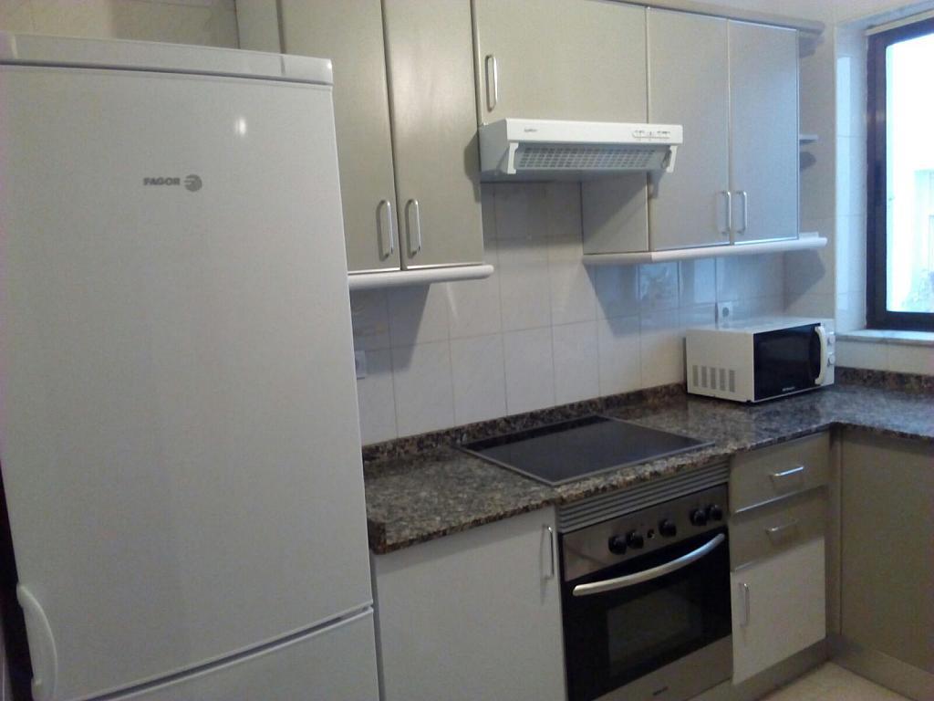 Cocina - Piso a compartir en calle Bermudez de Castro, Zona Teatro Campoamor en Oviedo - 324883525