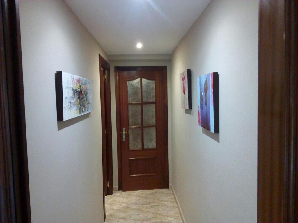 Pasillo - Piso a compartir en calle Bermudez de Castro, Zona Teatro Campoamor en Oviedo - 324883536