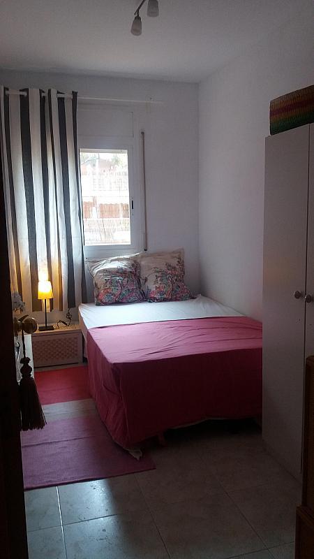 Dormitorio - Piso a compartir en calle Siete, Playafels en Castelldefels - 330777972