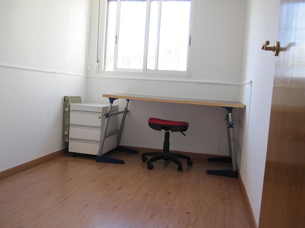 Dormitorio - Chalet en alquiler en plaza Pau Vila, Finestrelles en Esplugues de Llobregat - 332028965