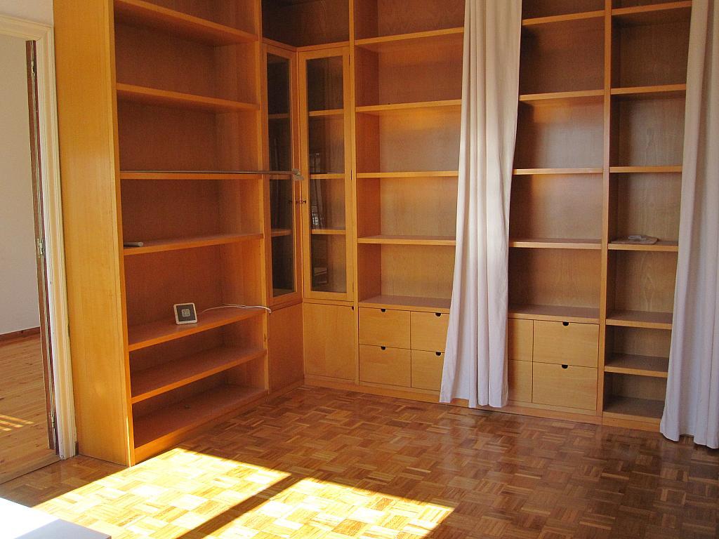 Salón - Chalet en alquiler en plaza Pau Vila, Finestrelles en Esplugues de Llobregat - 332029017