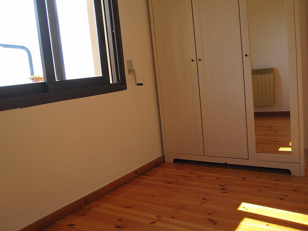 Dormitorio - Chalet en alquiler en plaza Pau Vila, Finestrelles en Esplugues de Llobregat - 332029021