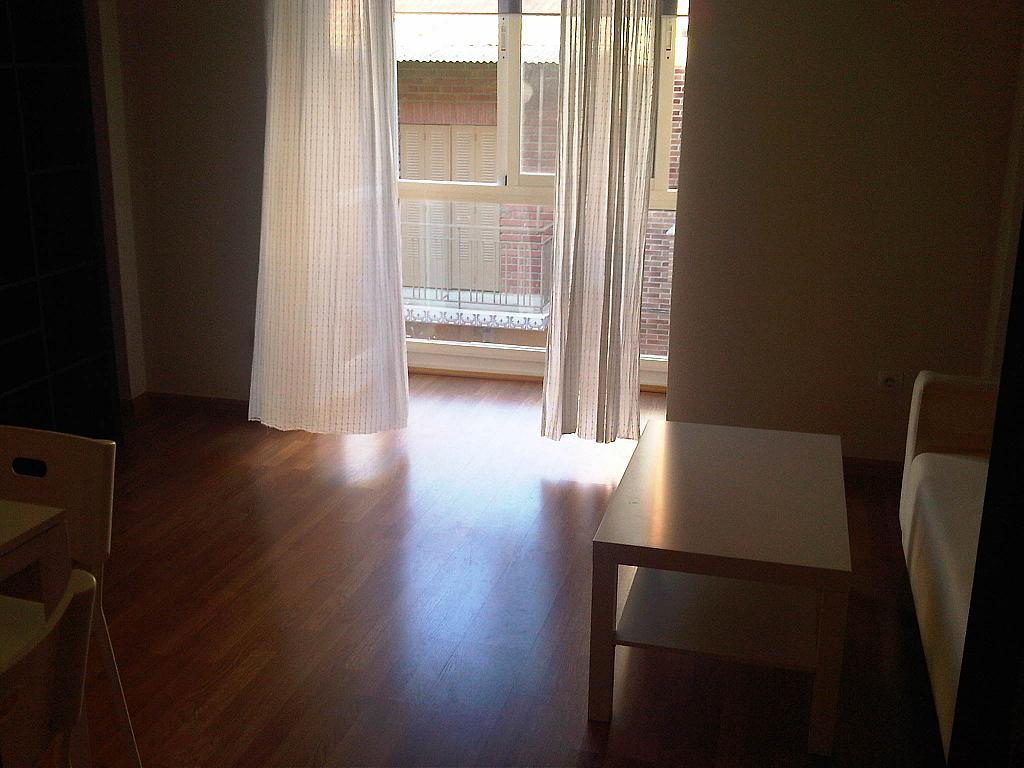 Salón - Ático-dúplex en alquiler en calle Lorenzo Bosquet, La Cañada en Coslada - 315293302
