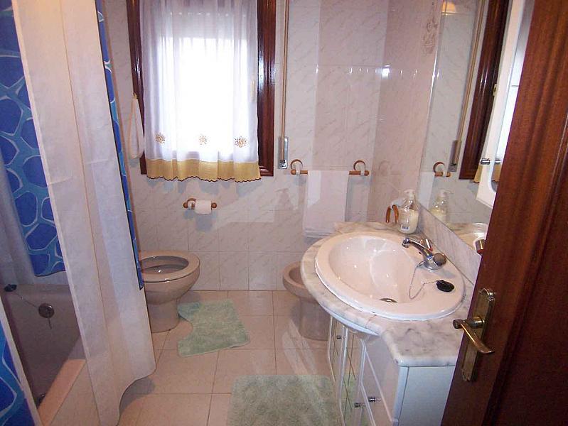Baño - Piso en alquiler en calle Martin Ruiz Arenado, Ampuero - 186672777