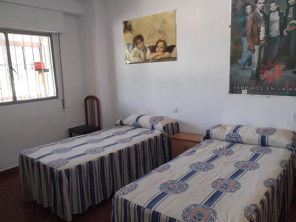 Dormitorio - Piso a compartir en calle Periodista Luis de Vicente, Norte en Granada - 317175770