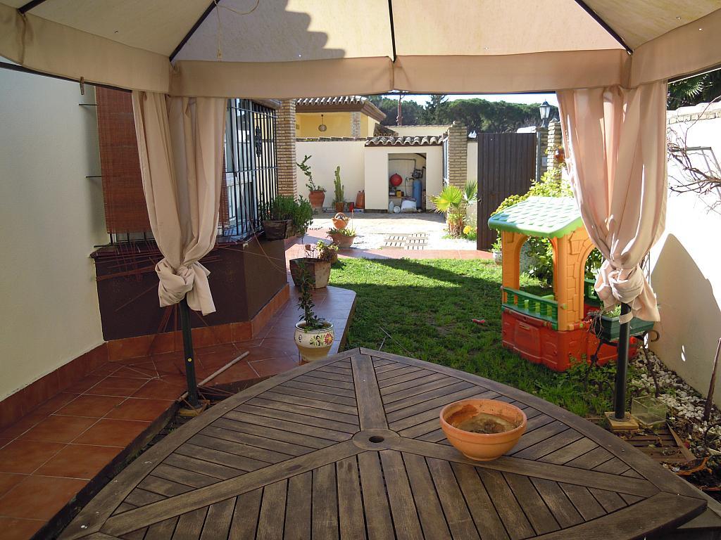 Jardín - Chalet en alquiler en carretera Las Lagunas, La Barrosa en Chiclana de la Frontera - 313750013