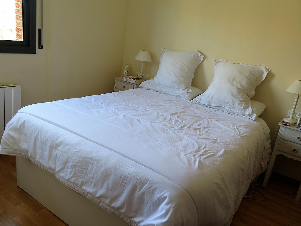 Dormitorio - Dúplex en alquiler en calle Otero Pedrayo, Els canyars en Castelldefels - 325831578