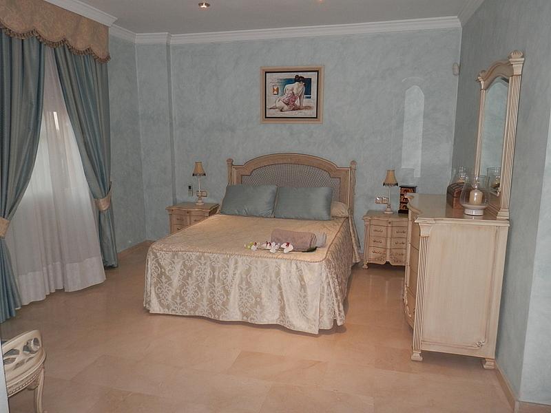 Dormitorio - Casa en alquiler en calle Dost Esteban San Mateo, San Pedro de Alcántara - 287735385