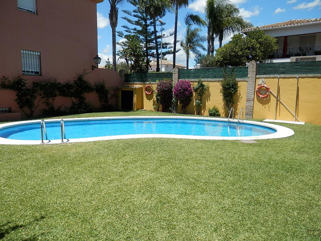 Piscina - Casa en alquiler en calle Dost Esteban San Mateo, San Pedro de Alcántara - 287735696