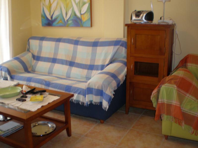 Salón - Apartamento en alquiler de temporada en calle K, Manga del mar menor, la - 62196085
