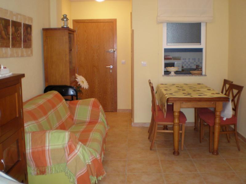 Salón - Apartamento en alquiler de temporada en calle K, Manga del mar menor, la - 62196105