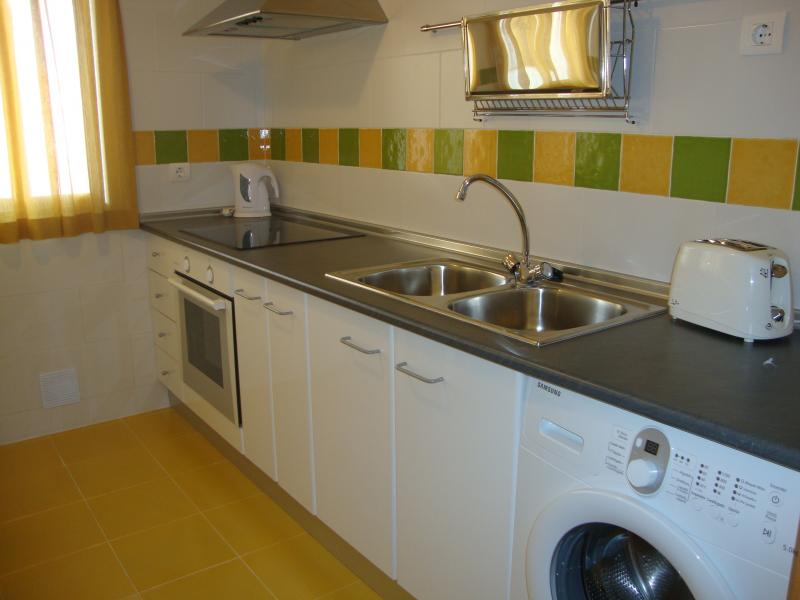 Cocina - Apartamento en alquiler de temporada en calle Gran Canaria, Los Boliches en Fuengirola - 69556183