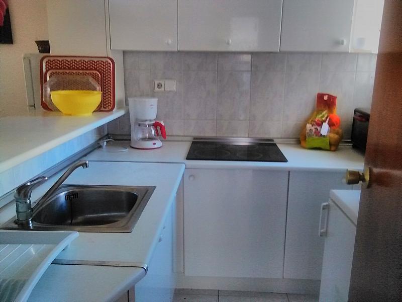 Cocina - Apartamento en alquiler de temporada en calle Bonn, Rincon de Loix en Benidorm - 276541080