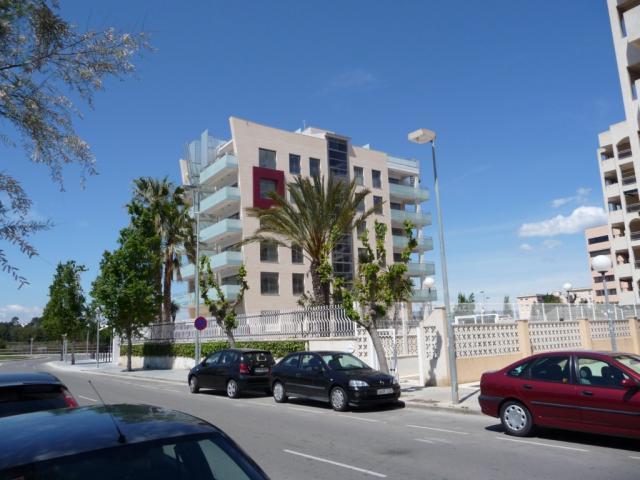 Piso en alquiler en calle Amadeo Vives, Pineda, La - 923980