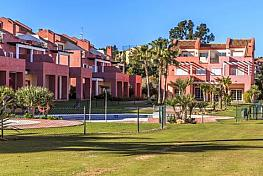 Casa adosada en venta en calle Sotogrande, San Roque - 300159244
