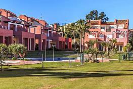 Casa adosada en venta en calle Sotogrande, San Roque - 332862557